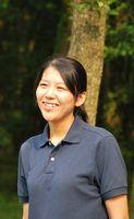 訓練部の堂岡由貴さん。笑顔が素敵な女性です。犬たちの訓練のほかに、広報担当として忙しくしています。