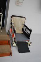 大型犬用の車椅子です。人間並みの体重がある大型犬を移動させるのに便利です。